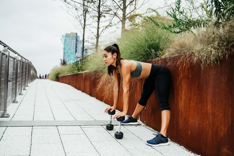 การเคลื่อนไหวนี้จะช่วยให้คุณพร้อมสำหรับการออกกำลังกายไหล่
