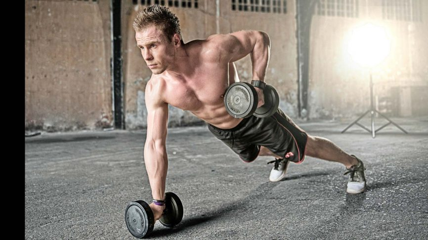 9 แบบฝึกหัดดัมเบลสำหรับผู้เริ่มต้นยกน้ำหนัก