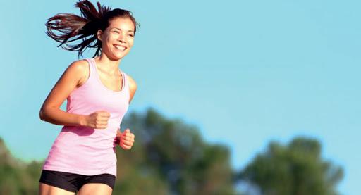 ออกกำลังกายก่อนหรือหลังทานอาหารเช้า ดีต่อสุขภาพกว่ากัน?